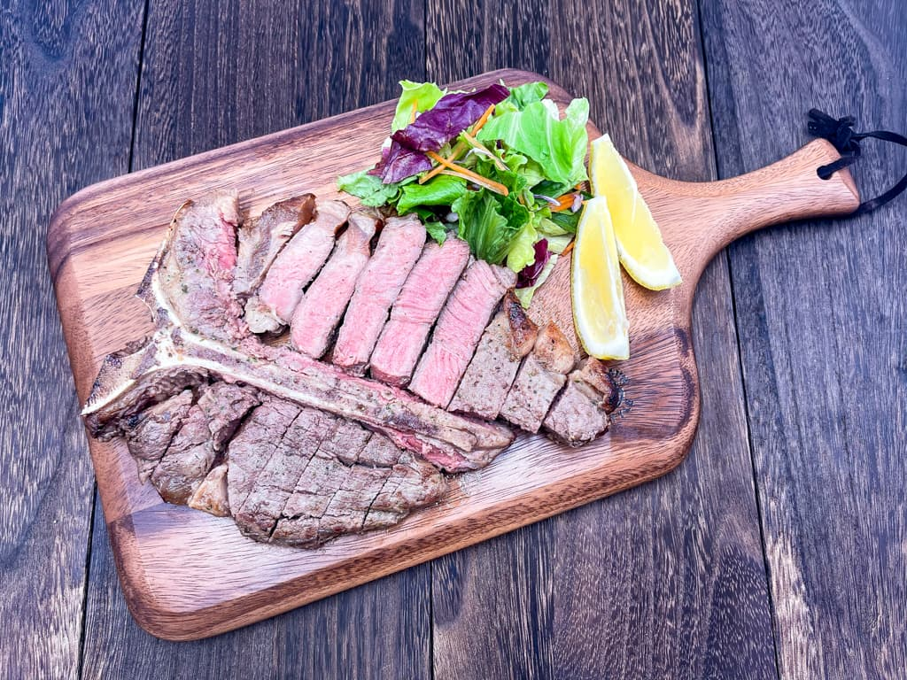 自分へのご褒美に美味しいお肉を! Tボーンステーキ【ハイ食材室】