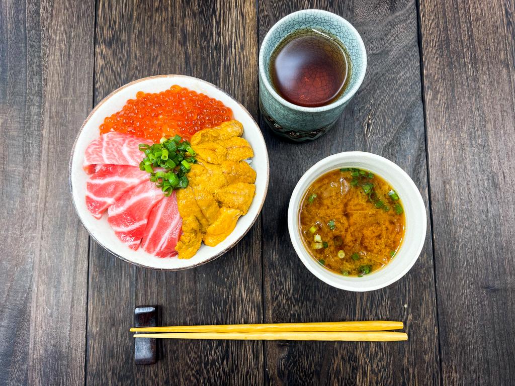 レビュー 海鮮三色丼【マグロの吉井】